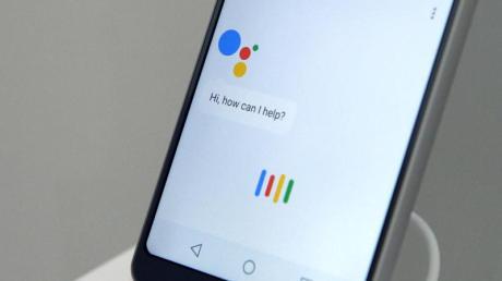 """Der Sprach-Assistent """"Google Assistant"""" auf einem LG-Smartphone."""