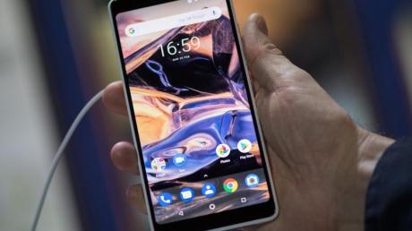 Eine einzelne Lieferung des Modells Nokia 7 Plus sei fälschlicherweise mit der Geräteaktivierungs-Software für ein anderes Land ausgestattet worden, erklärte Hersteller HMD Global.