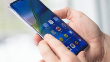 Als Betriebssystem installiert Huawei Googles Android 9 auf dem P30 Pro. Darüber liegt die hauseigene Benutzeroberfläche EMUI in der jüngsten Ausführung 9.1.