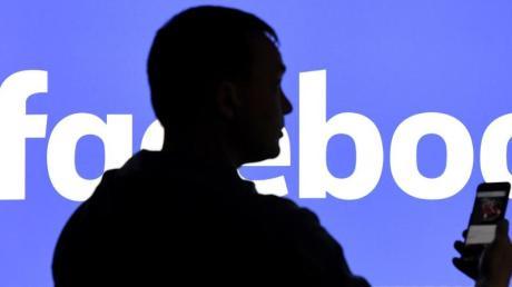 Einer der Mitgründer von Facebook, C. Hughes, hat sich Forderungen nach einer Zerschlagung des Unternehmens angeschlossen.