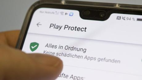 Integrierter Schutz: Das Programm Play Protect überprüft automatisch aus dem Play Store heruntergeladene Apps und entfernt diese, wenn es nötig sein sollte. Foto: Robert Günther