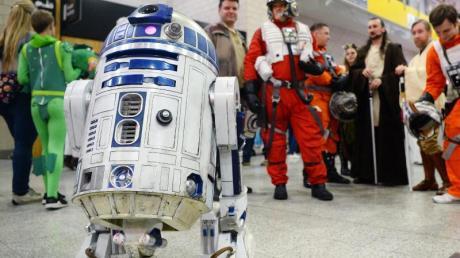 Bei Künstlicher Intelligenz denken die meisten Menschen noch immer an Film-Charakter wie den Knuddel-Roboter R2-D2 aus der Serie «Star Wars» oder die Killermaschine Terminator. Foto: Kirsty O'connor/PA Wire