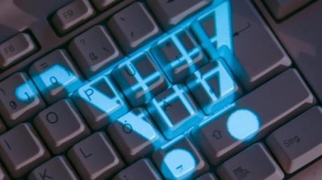Die Polizei warnt vor Betrugsmaschen im Internet.