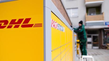 Die mTan-Nummer für DHL-Packstationen wird künftig in der DHL-Paket-App angezeigt. Zusätzlich dazu kommt sie per E-Mail.