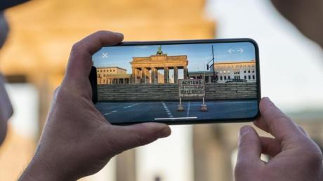 Zum 30. Jahrestag des Mauerfalls können Smartphone- oder Tabletbesitzer die Berliner Mauer virtuell an ihrem historisch korrekten Ort erkunden.