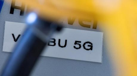Vodafone kommt nach eigenen Angaben auf mehr als 150 5G-Antennen, die sich auf 52 Standorte verteilen. Bei der Deutschen Telekom sind es 129.