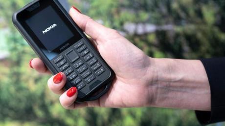 Gut gepanzert:Stürze, Wasser und Staub sollen dem Nokia 800 Tough nichts ausmachen.