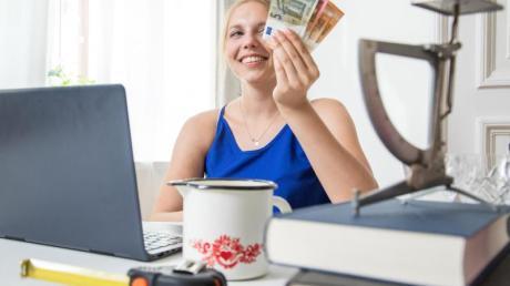 Mit einem Verkauf bei Ebay lassen sich nicht mehr benötigte Sachen zu Geld machen - wenn man es richtig anstellt.