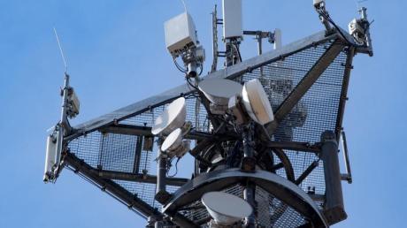 Mit 5G können auf dichtem Raum mit niedriger Sendeleistung tausende Anwender mit einem mobilen Breitband versorgt werden.