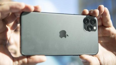 Im neuen iPhone 11 Pro Max findet man ein Tele-Objektiv mit einer Brennweite von 52 mm. Foto: Robert Günther/dpa-tmn