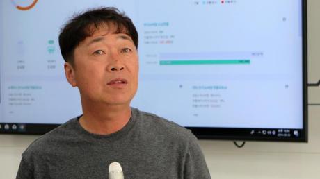 Kim Dong Gu ist Dorfchef des südkoreanischen Orts Daeseong-dong. Foto: Dirk Godder/dpa
