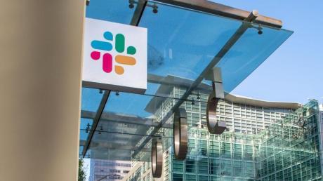 Das Logo der Firma Slack ist an der Zentrale der Firma in San Franciso zu sehen. Slack bietet eine Kommunikation-Plattform für Unternehmen an.