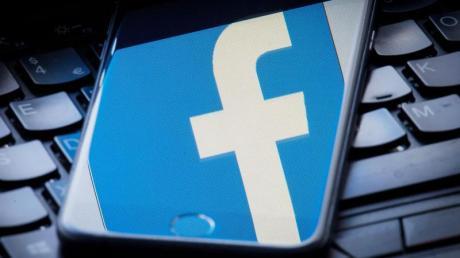 Beim sogenannten Microtargeting werden auf Basis der Nutzerdaten zum Beispiel via Facebook oder Google Werbebotschaften möglichst passgenau an Zielgruppen ausgespielt. Das Ziel: mehr Wirkung für weniger Kosten. Foto: Dominic Lipinski/PA Wire/dpa