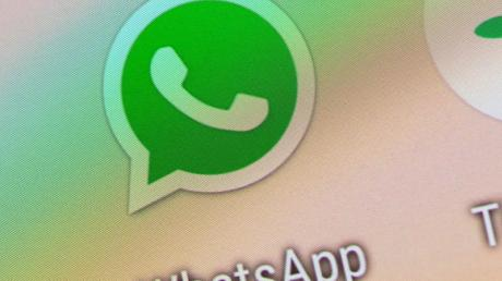 Auch Android-Nutzer können Whatsapp jetzt zusätzlich per Fingerabdruck sichern, auch wenn das Smartphone selbst entsperrt sein sollte. Foto: Andrea Warnecke/dpa-tmn