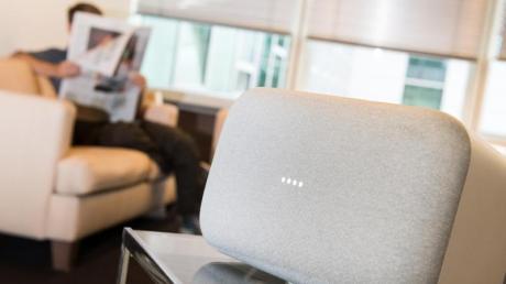 Der Smart Speaker Home und Home Mini lassen sich jetzt miteinander koppeln.. Foto: Franziska Gabbert/dpa-tmn/dpa