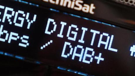 Das Digitalradio DAB+ ist trotz technischer Vorteile nicht unumstritten. Foto: Jörg Carstensen/dpa