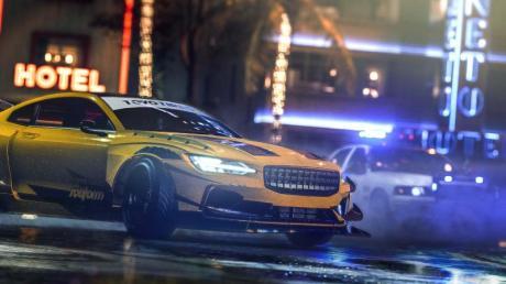 """Die Nacht gehört den Racern: Im Film """"Need for Speed Heat""""  finden die illegalen Straßenrennen im Schutze der Nacht statt. Einen Actionfilm sah auch eine 90-Jährige aus Bad Wörishofen, schlief dann aber vor dem Fernseher ein - und träumte  von einem illegalen Autorennen vor ihrer Haustür..."""