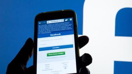 Facebook muss ein Profil wieder freigeben, nachdem sich ein Nutzer über Flüchtlinge ausgelassen hatte und gesperrt worden war.