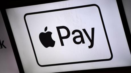 Mit Apple Pay können Kunden mit dem iPhone und der Computer-Uhr Apple Watch an der Ladenkasse wie mit einer kontaktlosen Karte bezahlen.