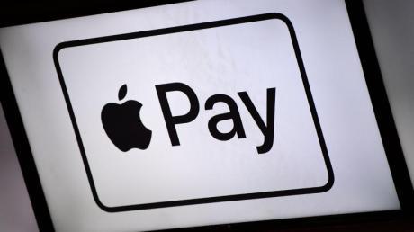 An diesem Zeichen erkennt man Ladengeschäfte, die Apple Pay anbieten. Der Dienst funktioniert aber an allen Bezahlterminals, die kontaktlose Zahlung unterstützen.