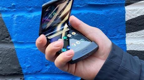 Das Motorola Razr ist wieder da. Das ikonische Klapptelefon vom Anfang der 2000er Jahre kehrt 2020 als Klapp-Smartphone zurück.