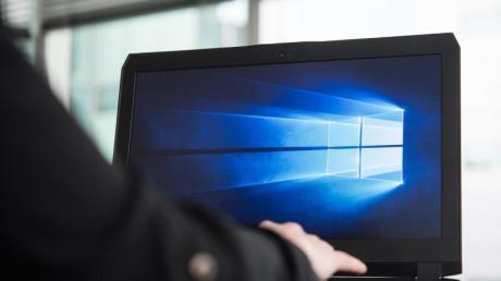Upgraden auf Windows 10 tut nicht weh und kostet nichts. Wer bei Windows 7 bleibt, setzt sich einem unkalkulierbarem Sicherheitsrisiko aus.