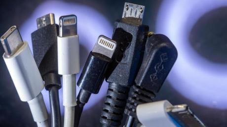 Die EU-Kommission will eigenen einen neuen Vorstoß für einheitliche Ladegeräte unternehmen.