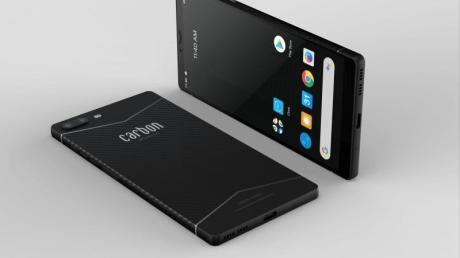 Federgewicht im hochfesten Gehäuse: Das Sechs-Zoll-Telefon Carbon 1 MK II wiegt nur 125 Gramm.