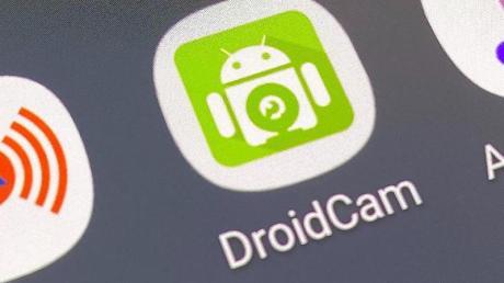 Es braucht nicht mehr als eine App, um aus einer Smartphone-Kamera eine Webcam für den Rechner zu machen.