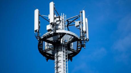 Wenn die Mobilfunknetzbetreiber nicht schnell genug den verpflichtenden Ausbau des schnellen 4G-Mobilfunknetzes nachholen, könnten sie zur Kasse gebeten werden.