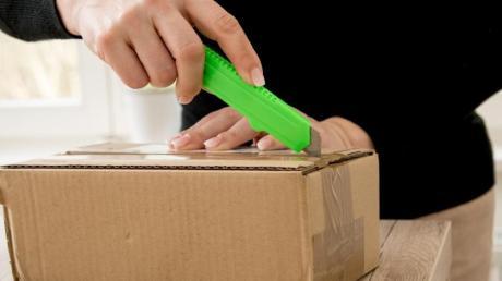 Zwei Lebensmittelfirmen sind mit explosiven Postsendungen beschickt worden. Die Polizei hat eine Sonderkommission eingerichtet.
