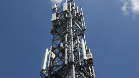 Ein Mobilfunkmast im Berliner Stadtteil Schmöckwitz in der Nähe des Hauptstadtflughafens BER.