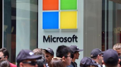 Microsoft hatte im Jahr 2009 damit begonnen, den Erfolg der zahlreichen Apple Stores mit einer Kette von einzelnen Einzelhandelsgeschäften nachzuahmen.
