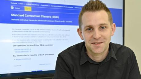 Datenschutzaktivist Max Schrems in seinem Büro.