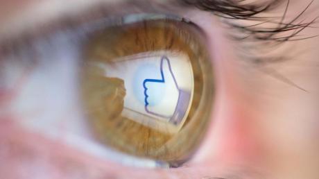 Ein Herzchen auf Instagram oder ein Like auf Facebook: Fake-Profile fluten zunehmend soziale Netzwerke, warnen Verbraucherschützer.