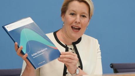 Franziska Giffey (SPD), Bundesministerin für Familie, Senioren, Frauen und Jugend, stellt während einer Pressekonferenz den Bericht «Ältere Menschen und Digitalisierung» der Altersberichtskommission vor.