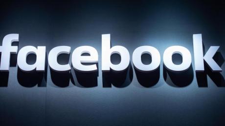 Das Logo von Facebook ist auf der Videospielmesse Gamescom abgebildet.