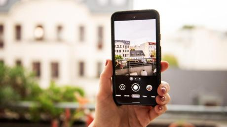 Der Mobilfunk-Ausbau im Landkreis Aichach-Friedberg geht voran, doch es gibt Unterschiede zwischen den Anbietern. Die Versorgung mit 4G ist nicht flächendeckend, der Ausbau mit 5G macht Fortschritte.