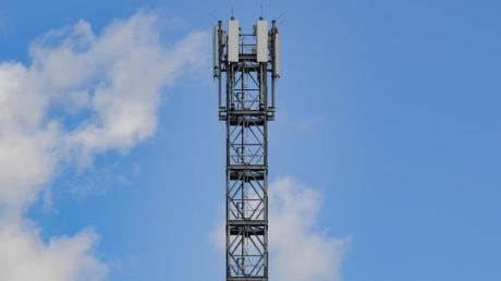 Um die Höhe eines geplanten Mobilfunkmasten gab es im Breitenthaler Gemeinderat Diskussionen (Symbolbild).