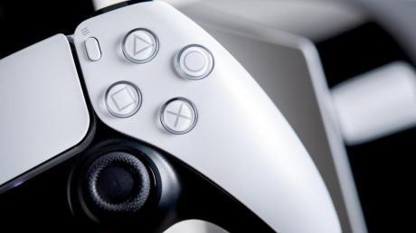 Die Playstation 5 mit dem neuen Dualsense-Controller ist ständig ausverkauft.