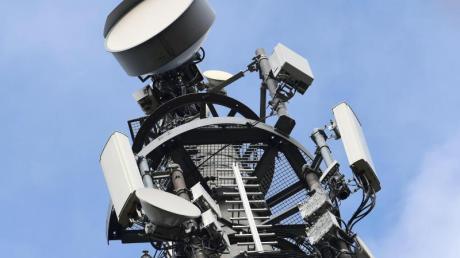 Der kleine quadratische Kasten dort neben der runden Antenne ist eine 5G-Antenne. In Königsbrunn bereitet der Ausbau der digitalen Strukturen dem Stadtrat Sorgen.