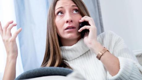 Um nervigen Werbeterror am Telefon nachhaltig zu stoppen, empfiehlt sich eine Beschwerde bei der Bundesnetzagentur.
