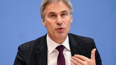 Die deutsche Wirtschaft sollte mehr Eigenständigkeit entwickeln, fordert Bitkom-Präsident Achim Berg.