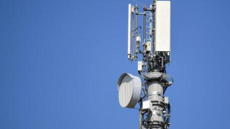 Für das 5G-Netz, das man für selbst-fahrende Autos braucht, reichen die großen Antennenstandorte nicht mehr aus. Dafür müsste ein engmaschigeres Netz aufgebaut werden.