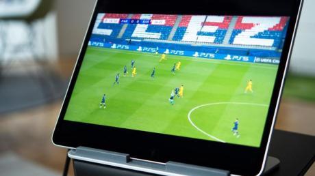 Vorsicht Verzögerung: Live-TV aus dem Internet kann gegenüber anderen Übertragungswegen bis zu einer Minute hinterherhinken.