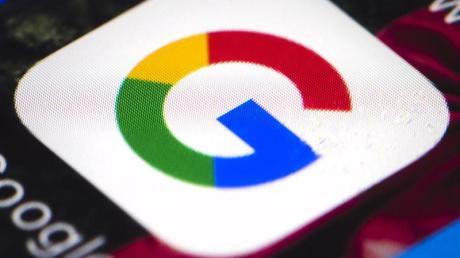 Das Google-Logo auf einem Smartphone.