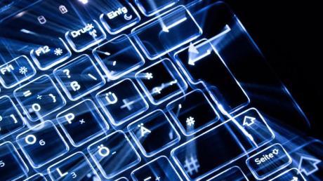 Die Zahl der Cyberattacken auf Firmen steigt - und deutsche Betriebe sind besonders betroffen. (Symboldbild).
