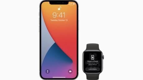 Die Apple Watch in der Nähe des iPhones erspart eine Code-Eingabe, wenn das Entsperren per Gesichtserkennung (Face ID) zum Beispiel wegen des Tragens einer Maske nicht funktioniert.