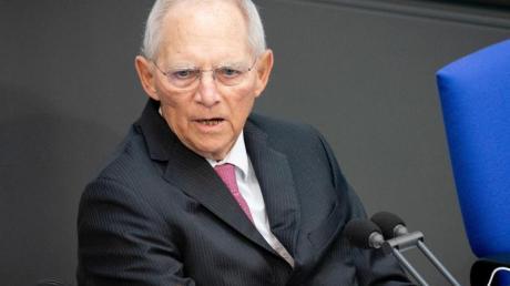Wolfgang Schäuble (CDU), Bundestagspräsident, leitet die Sitzung des Bundestages.