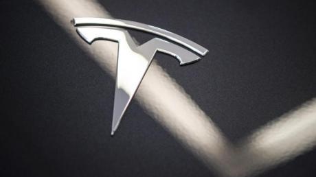 Zwei Tote gab es bei einem Unfall in Texas mit einem Tesla. Ob dabei jemand auf dem Fahrersitz gesessen hat, lässt sich möglicherweise nicht mehr klären.